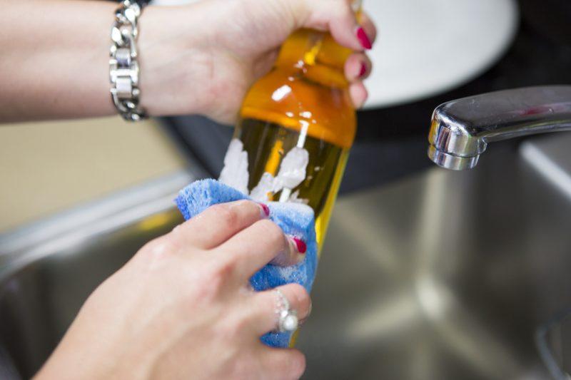 Cara Hilangkan Label Pada Botol. Tak Sangka Semudah Ini!