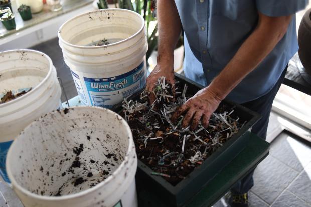 Ini Cara Hasilkan Baja Dari Surat Khabar Lama Untuk Tanah