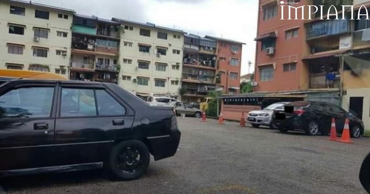 SALAH! Booking Parkir Guna Botol Dan Tong Di Kawasan Perumahan